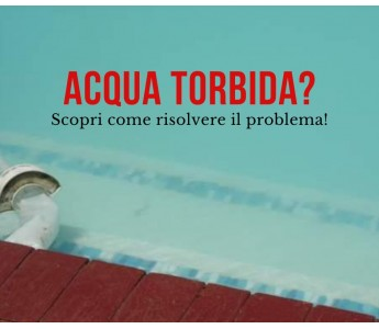 Acqua torbida in piscina